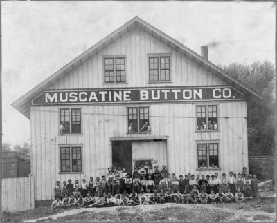 Laborers at the Muscatine Button Company pose for a photo in 1910. Photo courtesy of the Oscar Grossheim Collection at Musser Public Library